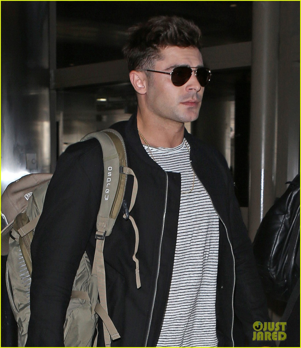 zac efron catches a flight out of los angeles 043936661