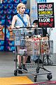 emma roberts grocery shopping 04