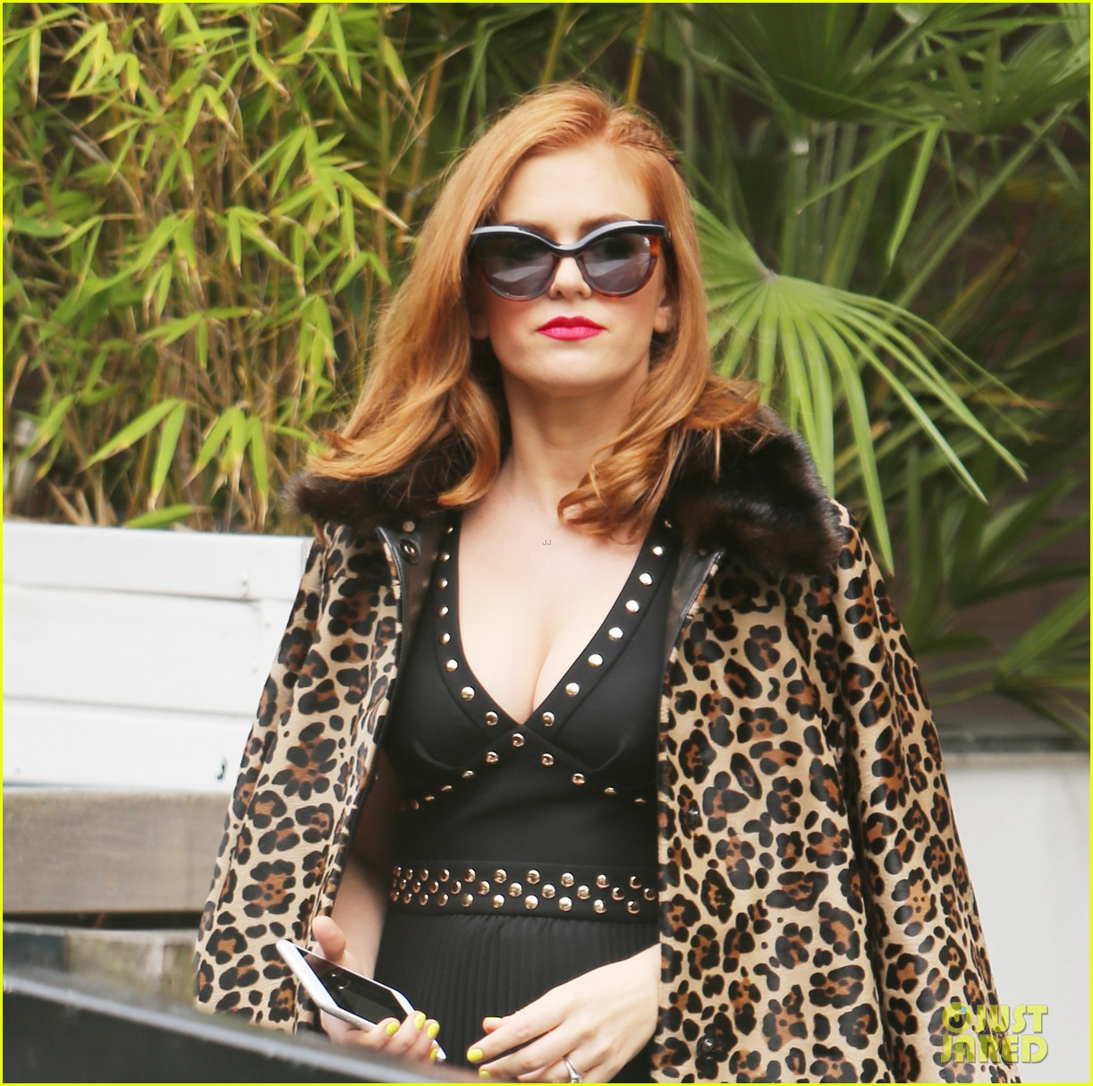 isla fisher on making people laugh im very comfortable tapping into my inner idiot 043944460