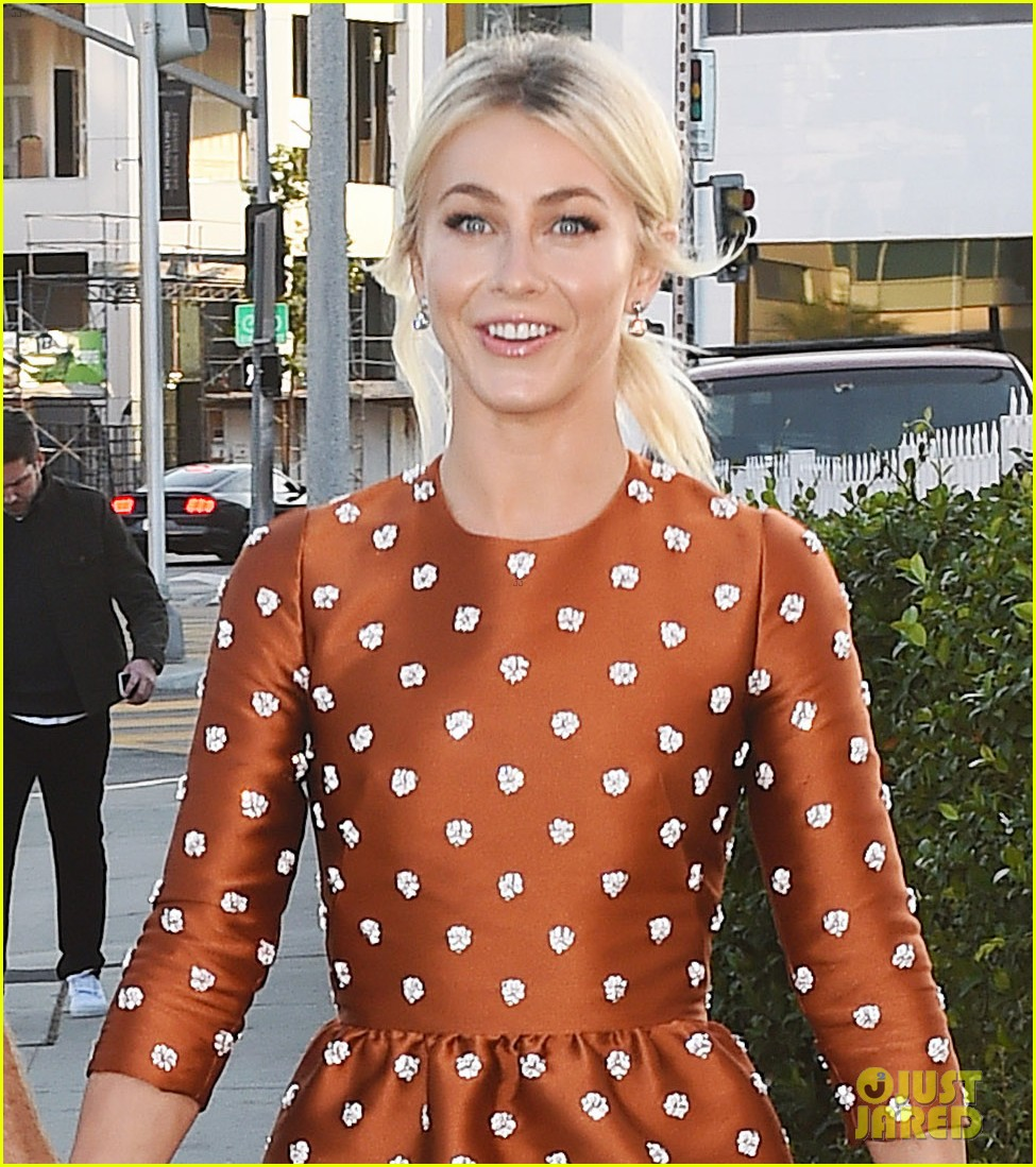 julianne hough husband brooks laich first official post wedding appearance 023944591