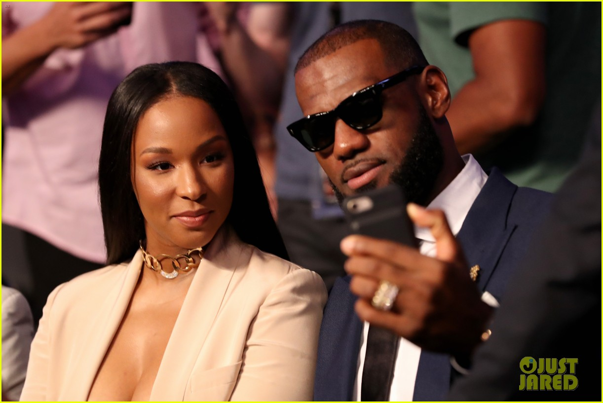 lebron james wife mayweather vs mcgregor fight 023946193
