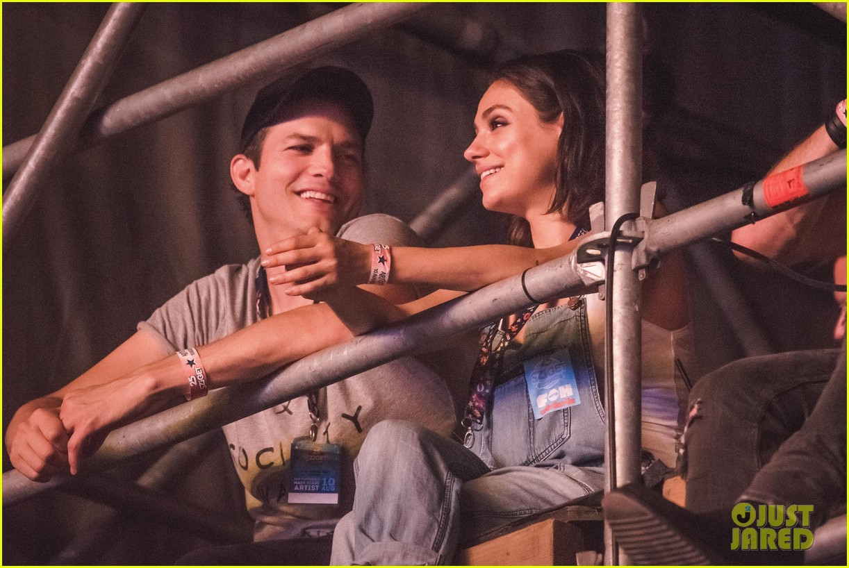 ashton kutcher mila kunis sit on scaffolding to watch wiz khalifa 013941061