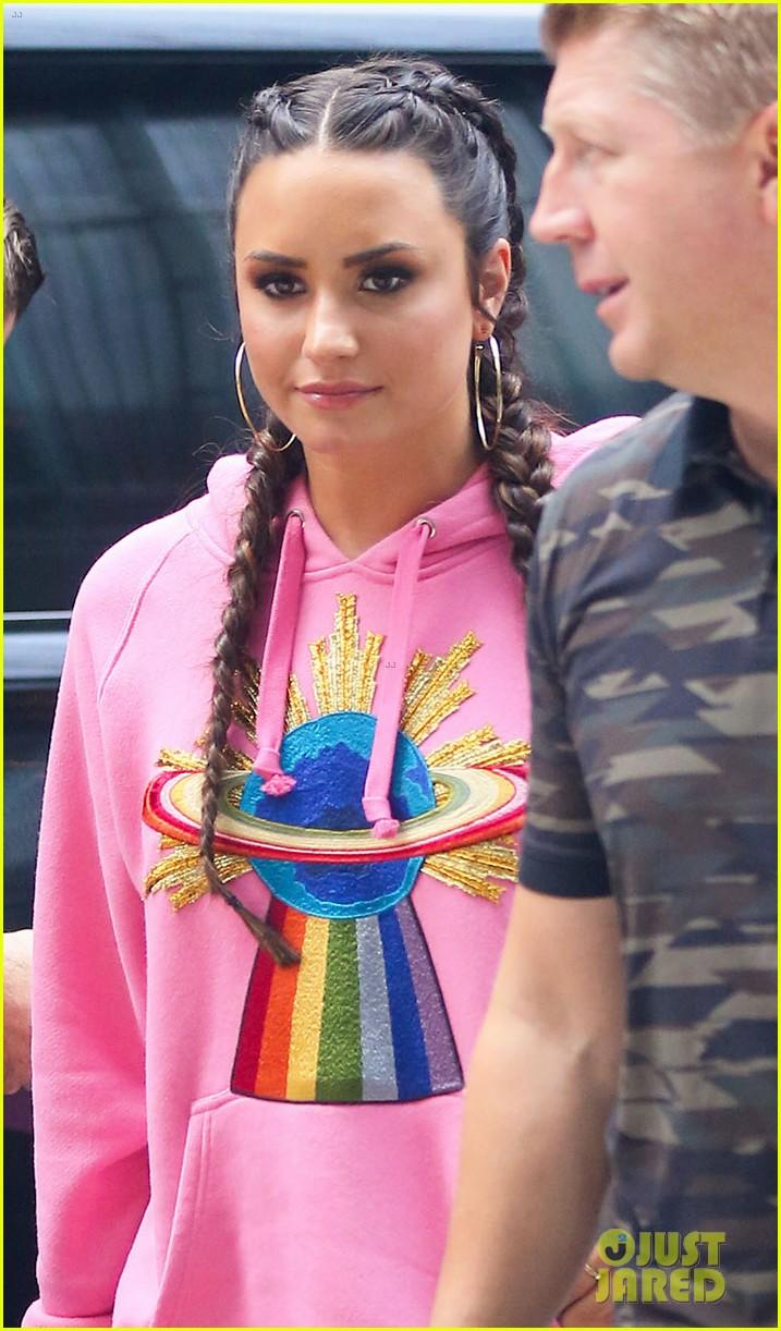 Demi Lovato Ruined Surprise Birthday Party 05