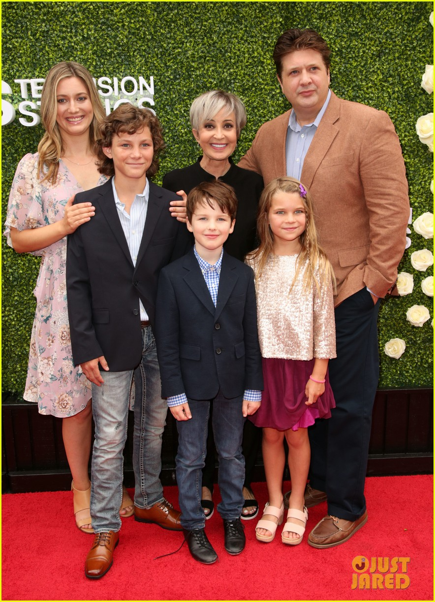 rob lowe son matthew join young sheldon cast at cbs summer tca soiree 053936788