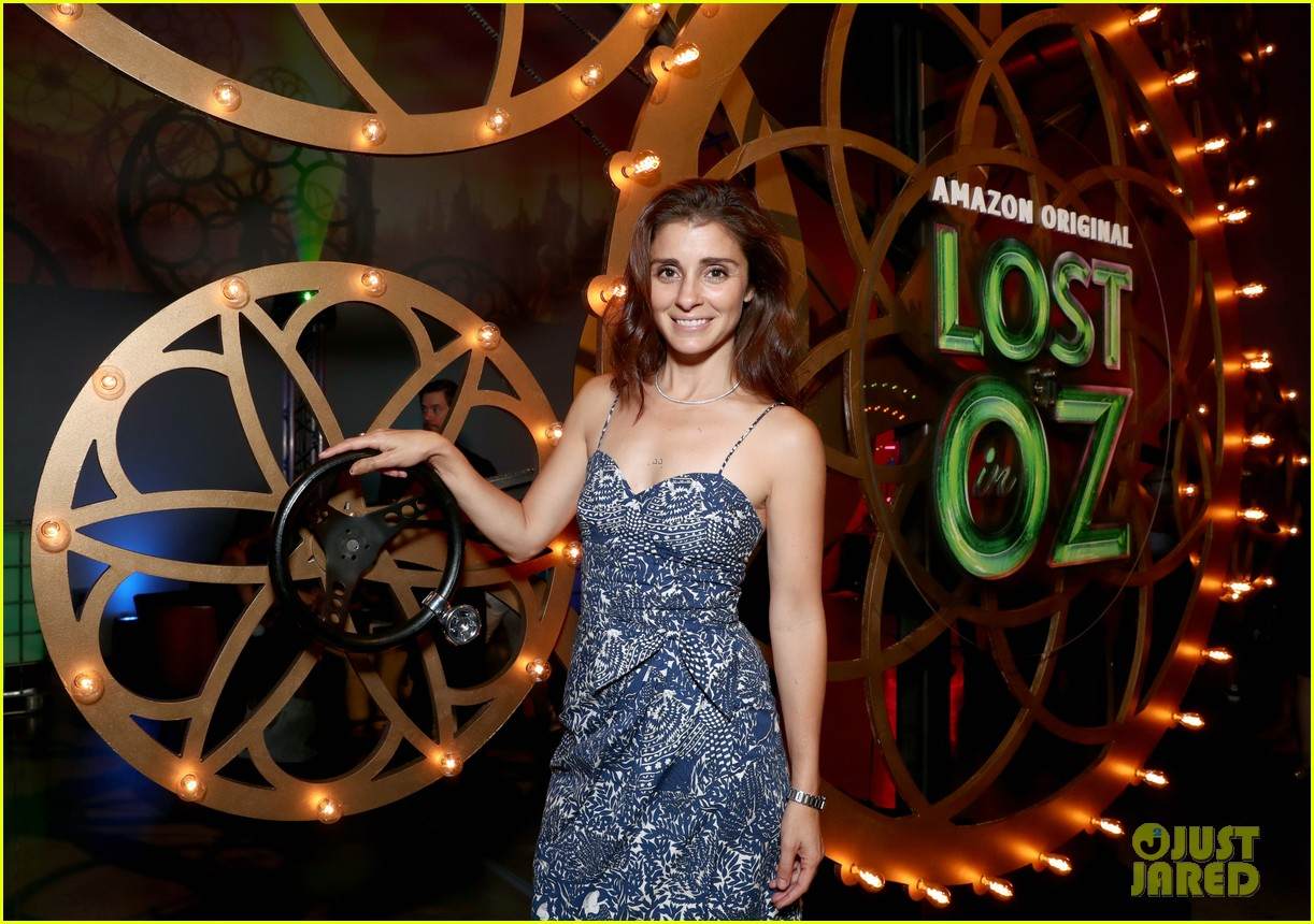 hollywood moms bring their kids to lost in oz premiere 043936652