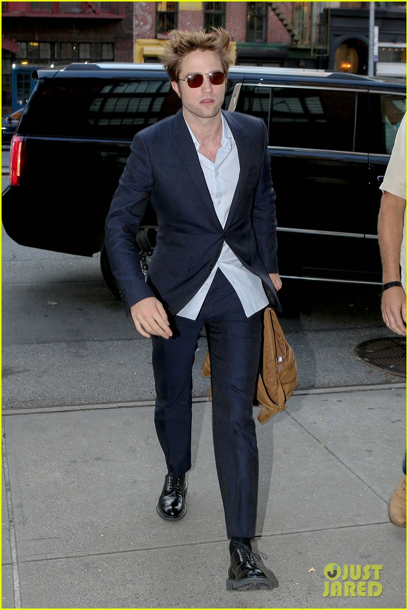 robert pattinson suits up in nyc 013940359