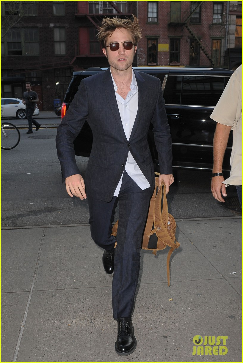 robert pattinson suits up in nyc 053940363