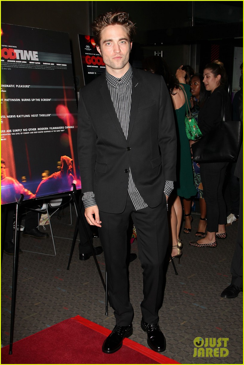robert pattinson suits up for good time nyc premiere 013939774