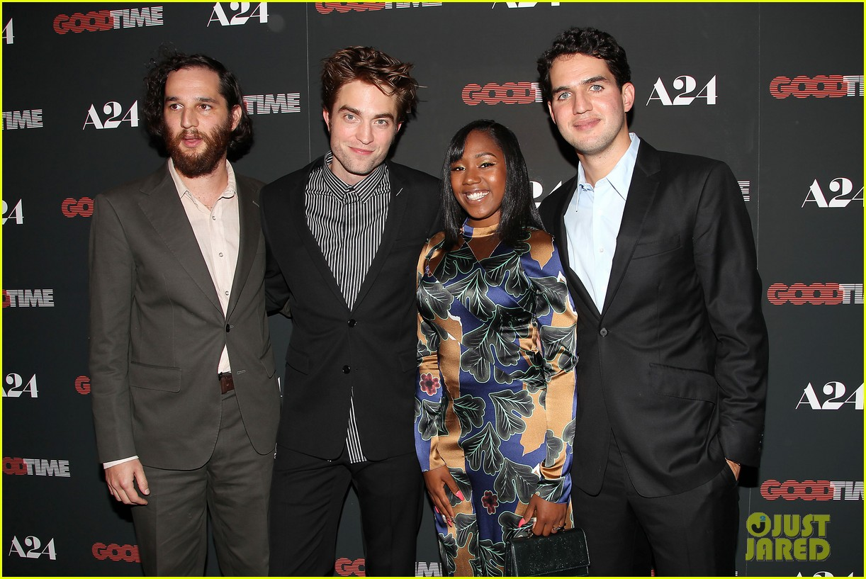 robert pattinson suits up for good time nyc premiere 03