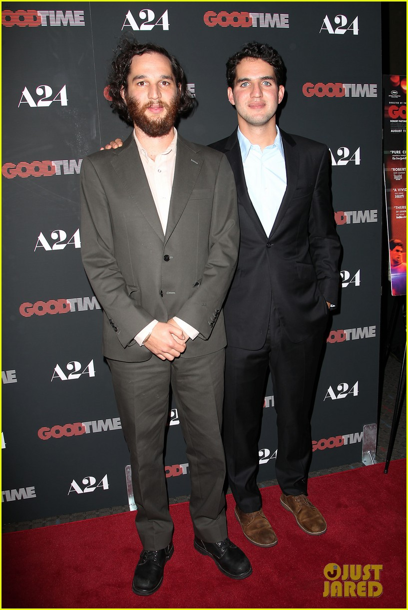 robert pattinson suits up for good time nyc premiere 113939784