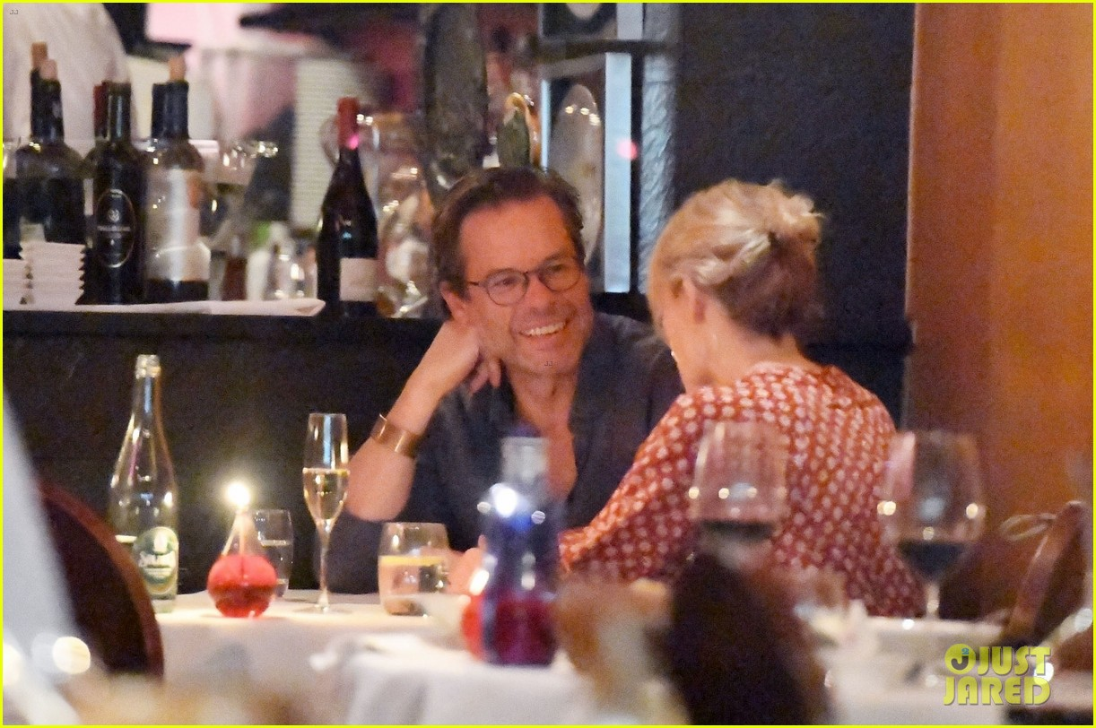 guy pearce kylie minogue reunite for dinner 033942274