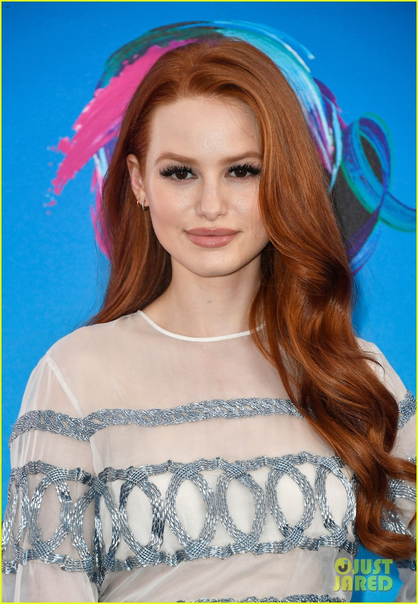 madelaine petsch boyfriend travis mills couple up at teen choice awards 01