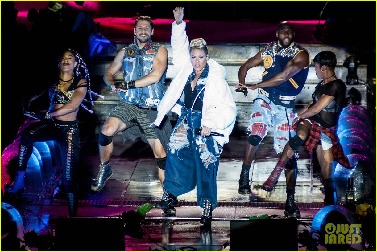 pink james arthur ellie goulding more hit the stage at v festival 013943956