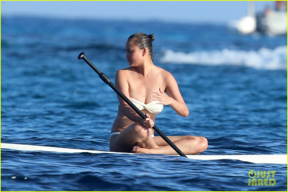 chrissy teigen john legend bare their beach bodies in sardinia 013948666