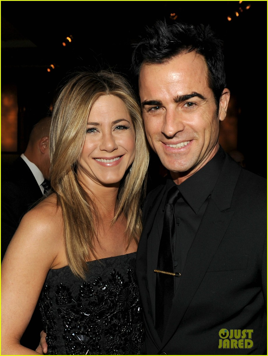 justin theroux shares sweet pic with jen on anniversary 043938115