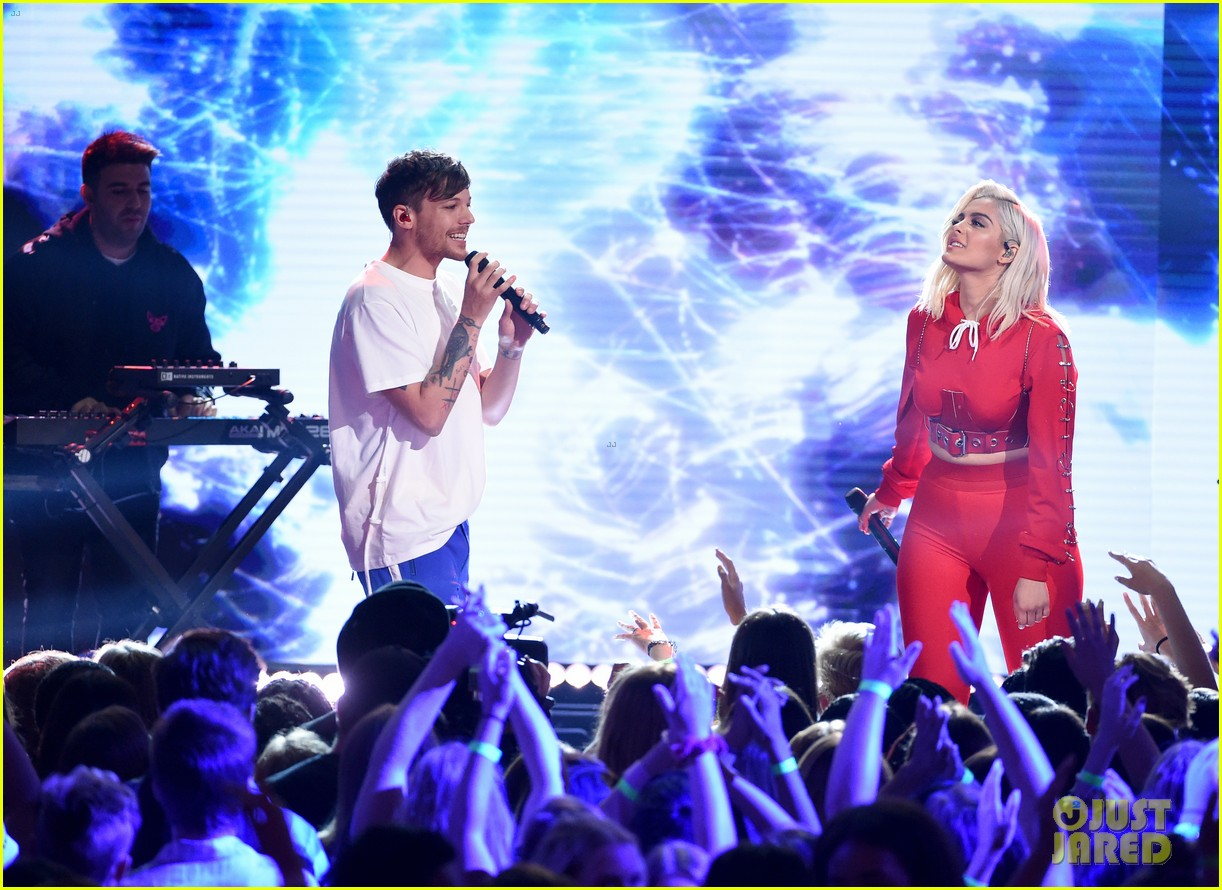 louis tomlinson amp bebe rexha perform back to you at teen