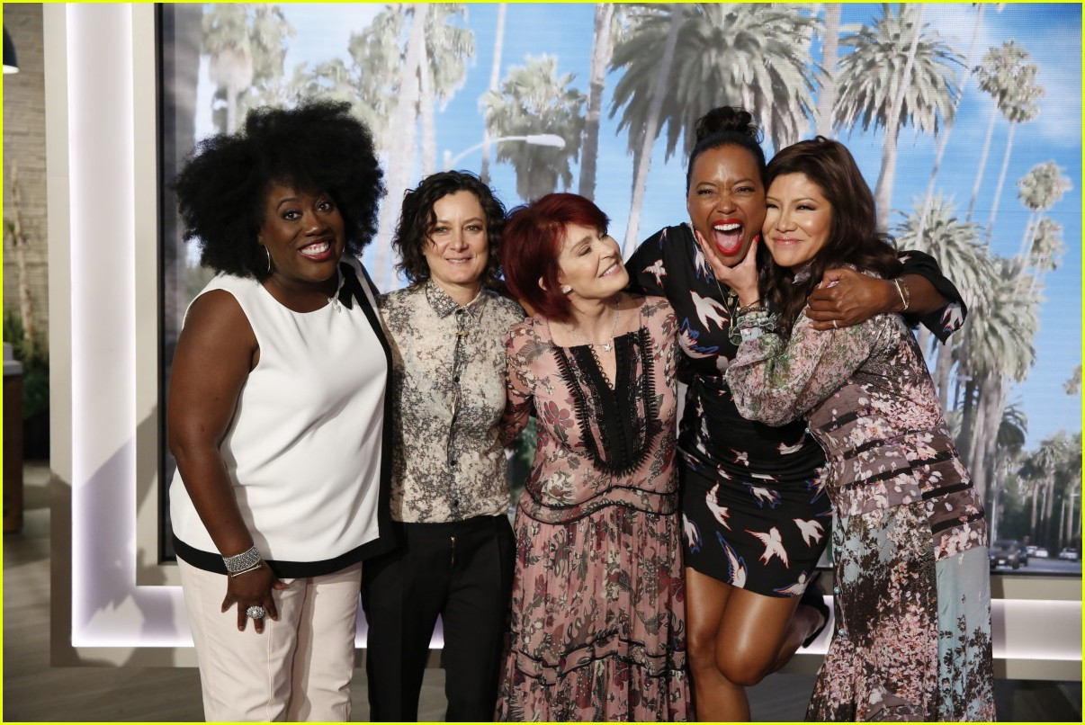 aisha tyler says goodbye to the talk with an emotional send off 023937876