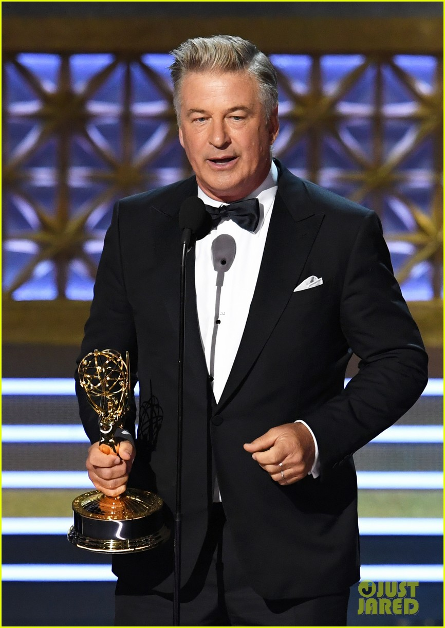 alec baldwin dedicates his emmys win to donald trump 01