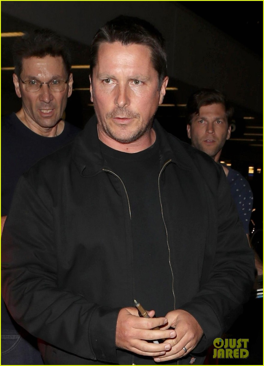 christian bale shows off his filler figure at lax 023956761