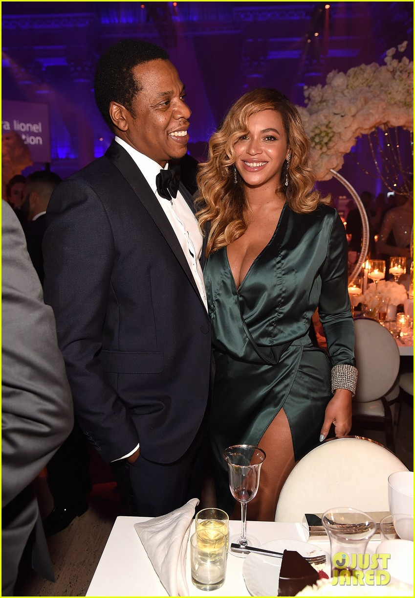 beyonce jay z couple up fror rihanna diamond ball 03