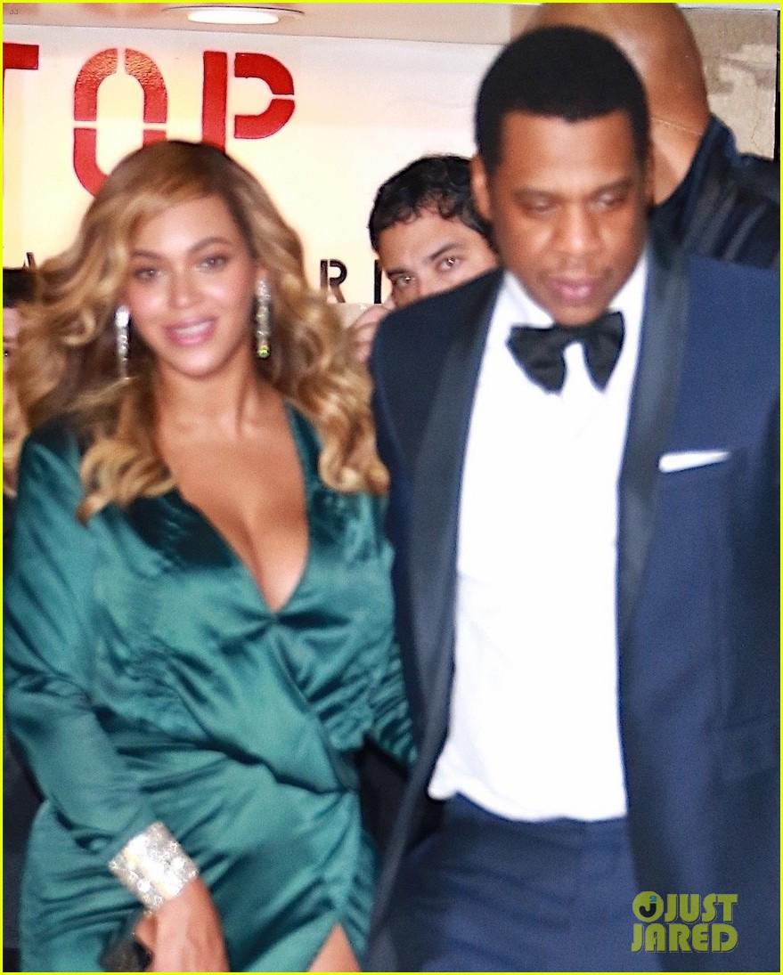 beyonce jay z couple up fror rihanna diamond ball 05