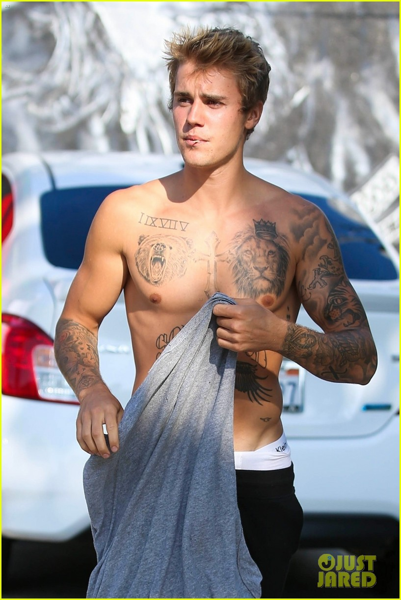 justin bieber shirtless skateboarding 05