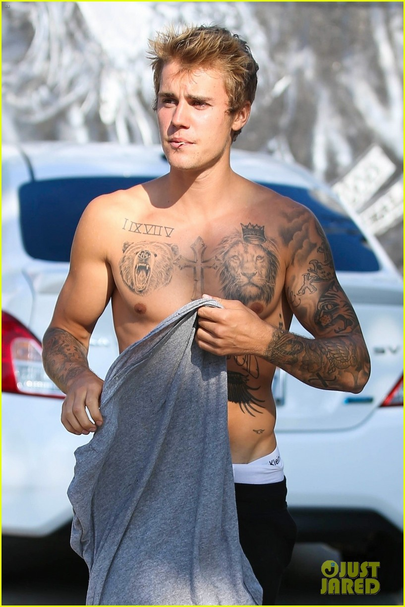 justin bieber shirtless skateboarding 46
