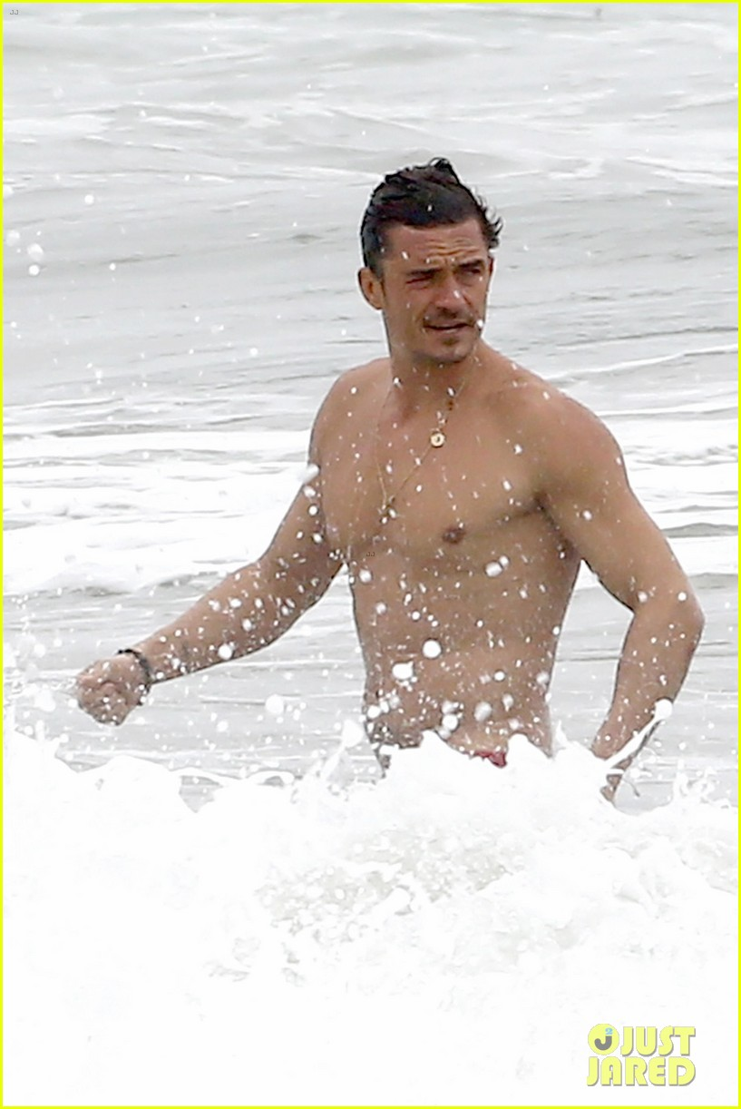 orlando bloom goes shirtless in malibu for labor day weekend 023950523