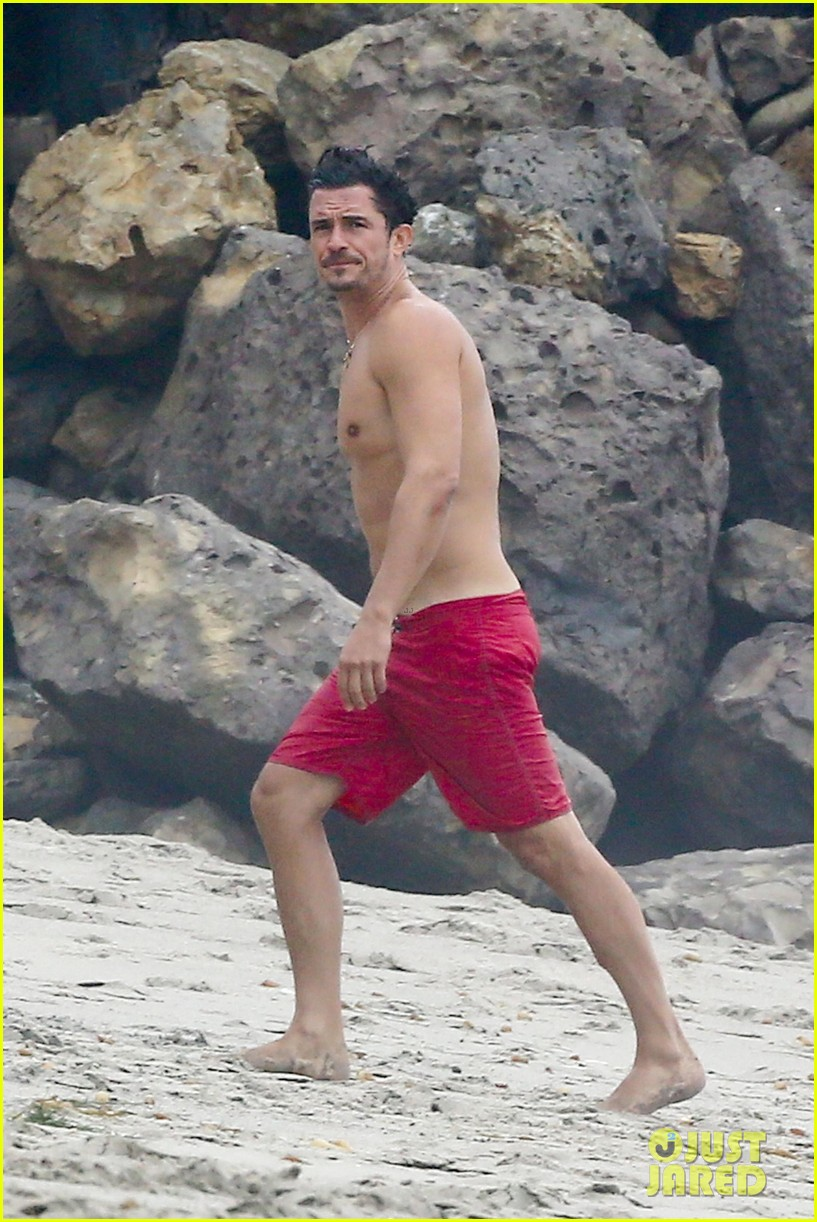 orlando bloom goes shirtless in malibu for labor day weekend 073950528