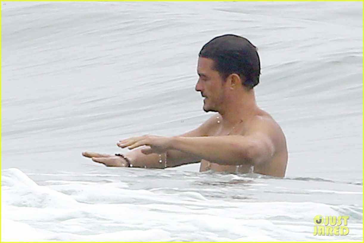orlando bloom goes shirtless in malibu for labor day weekend 233950544