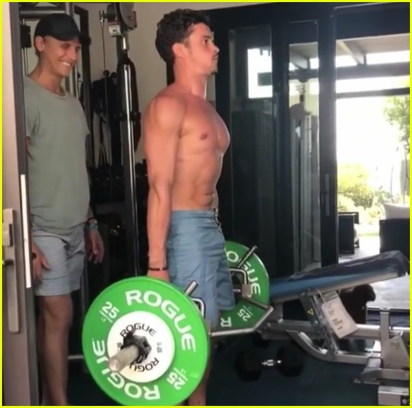 orlando bloom posts shirtless workout videos inspired by the rock 11