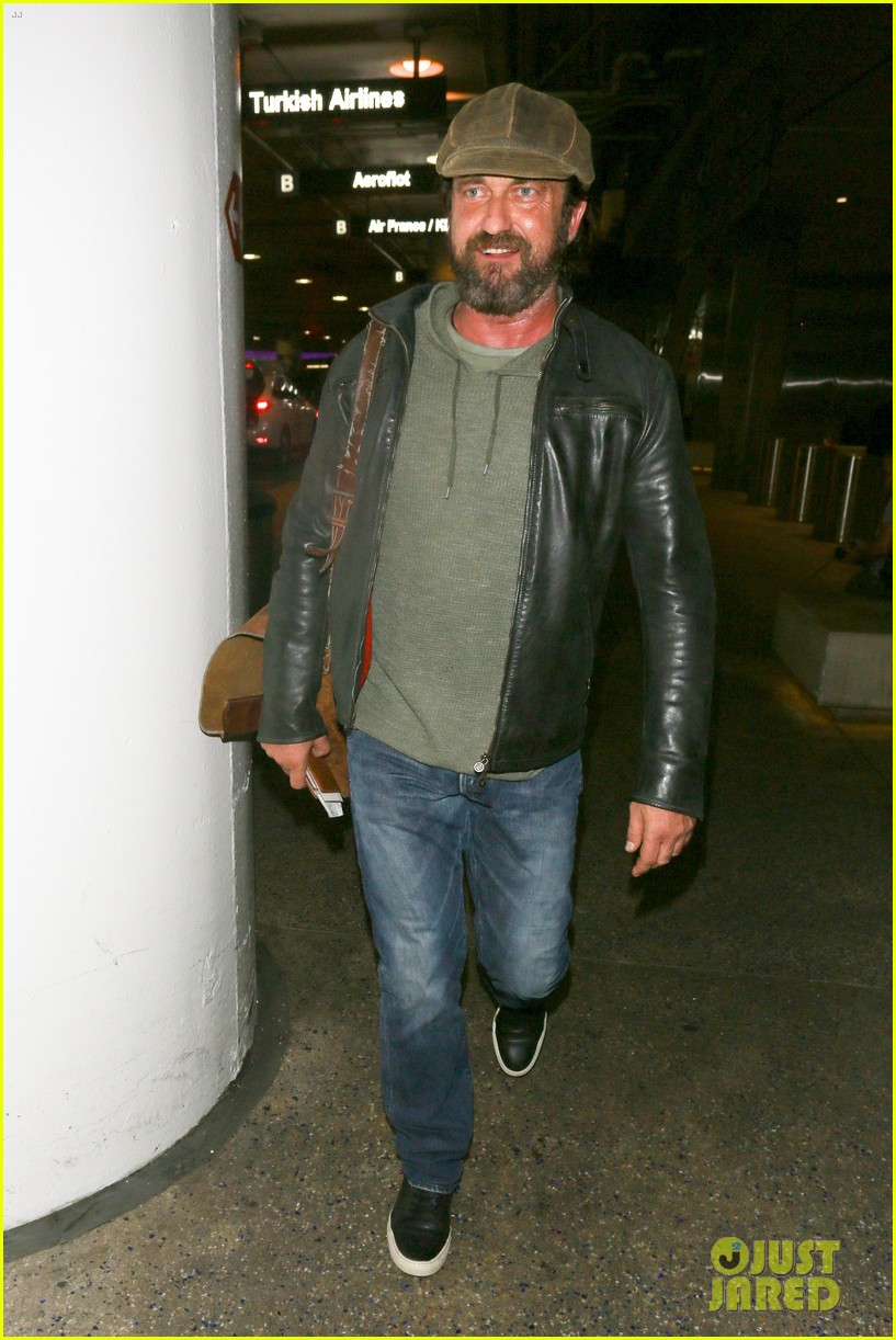 gerard butler lax airport arrival 05
