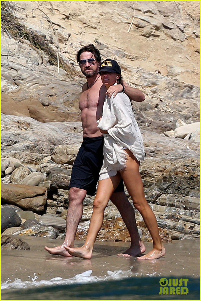 gerard butler shirtless on the beach 023955685