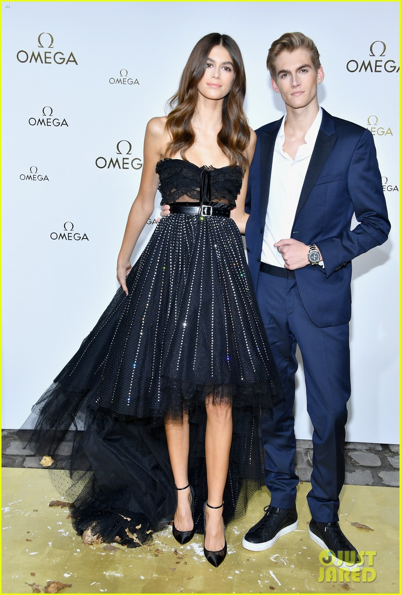 cindy crawford and rande gerber join kids kaia and presley at her time omega photocall3 013966275