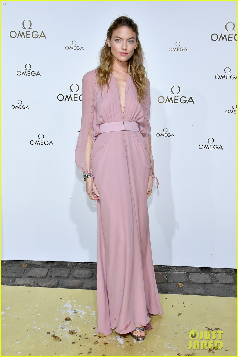 cindy crawford and rande gerber join kids kaia and presley at her time omega photocall3 043966278