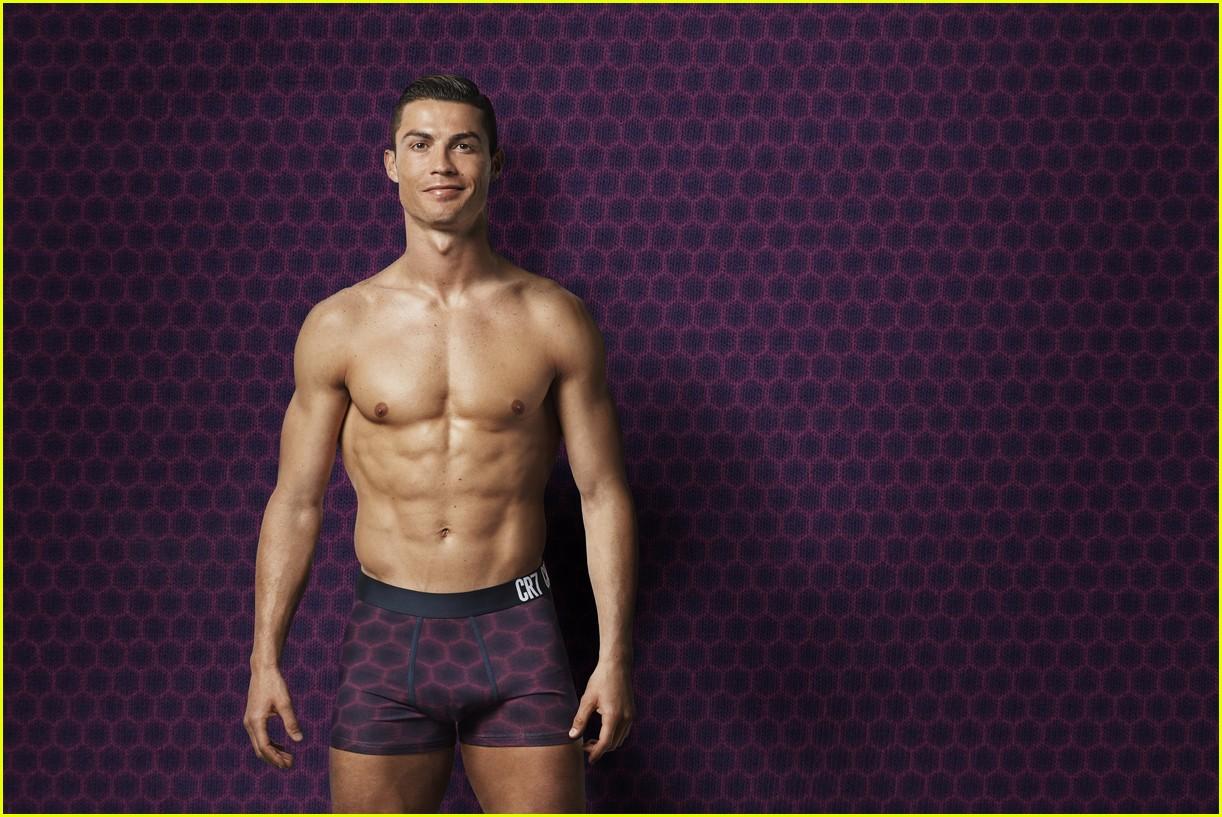cristiano ronaldo models underwear 01