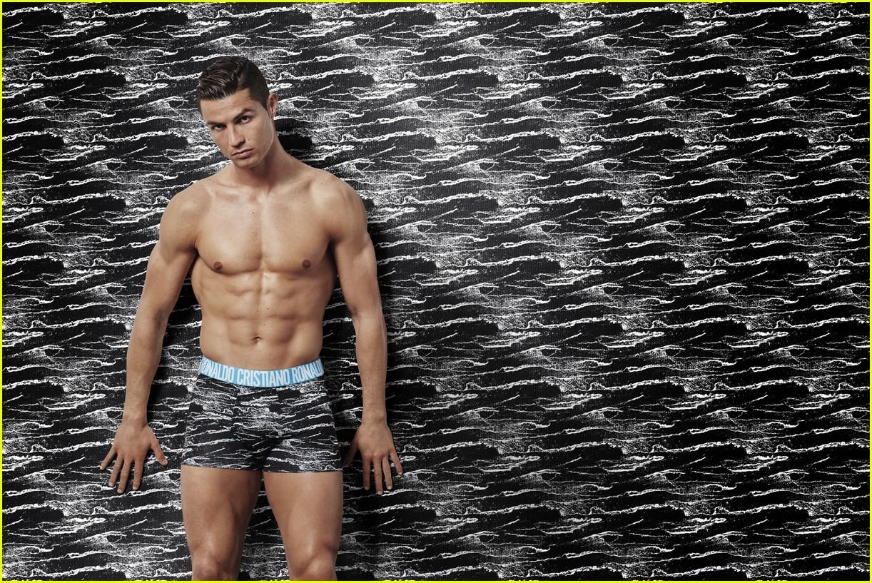 cristiano ronaldo models underwear 02