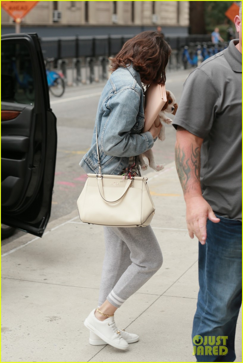 selena gomez practices lines on set of woody allen movie 083960482