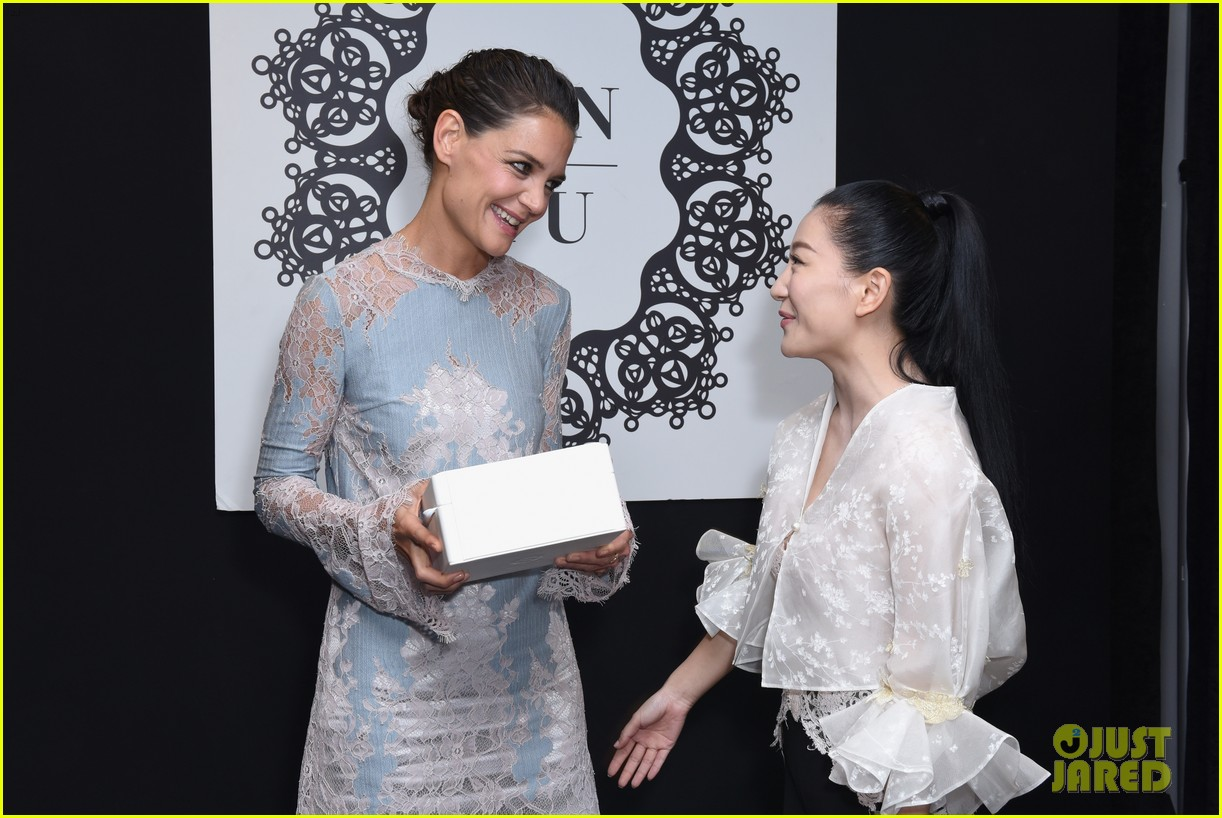 katie holmes is lovely in lace at lanyu fashion show 03
