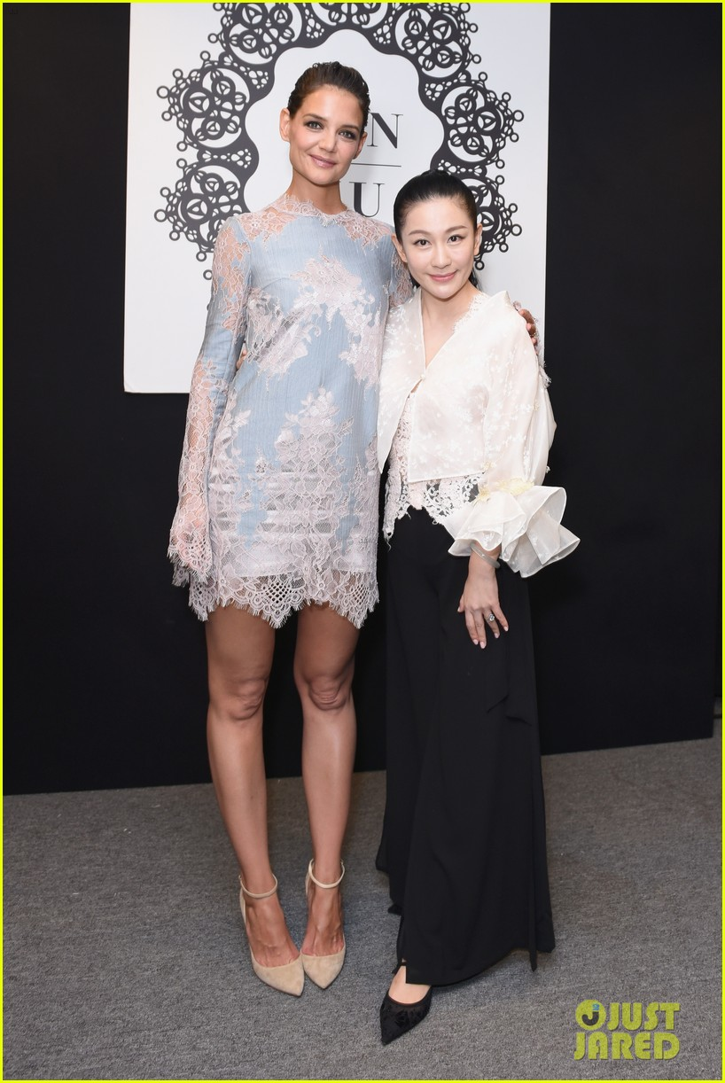 katie holmes is lovely in lace at lanyu fashion show 05