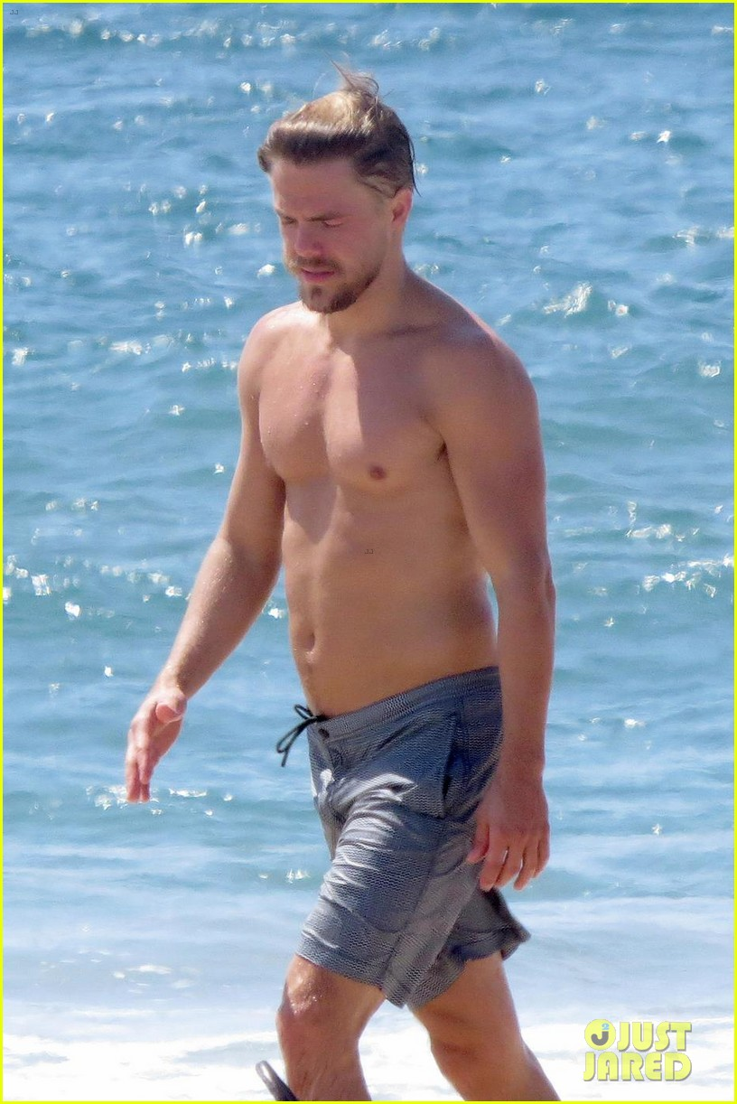 julianne hough husband brooks laich show off their hot beach bodies 02