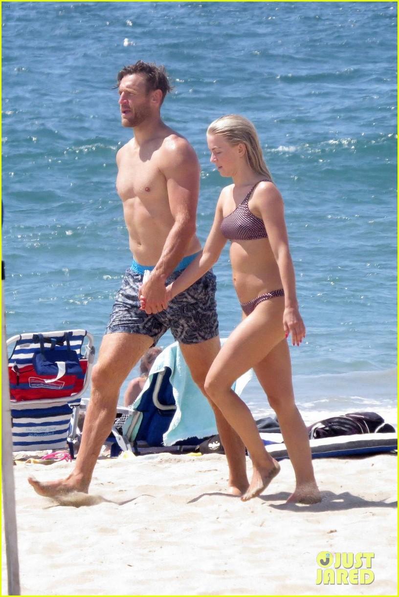 julianne hough husband brooks laich show off their hot beach bodies 05
