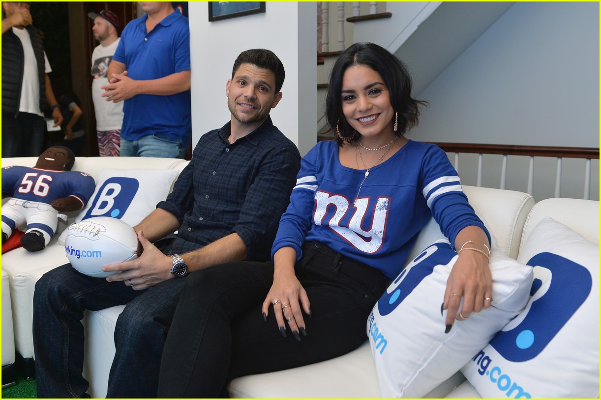 vanessa hudgens roots for new york giants 033954934