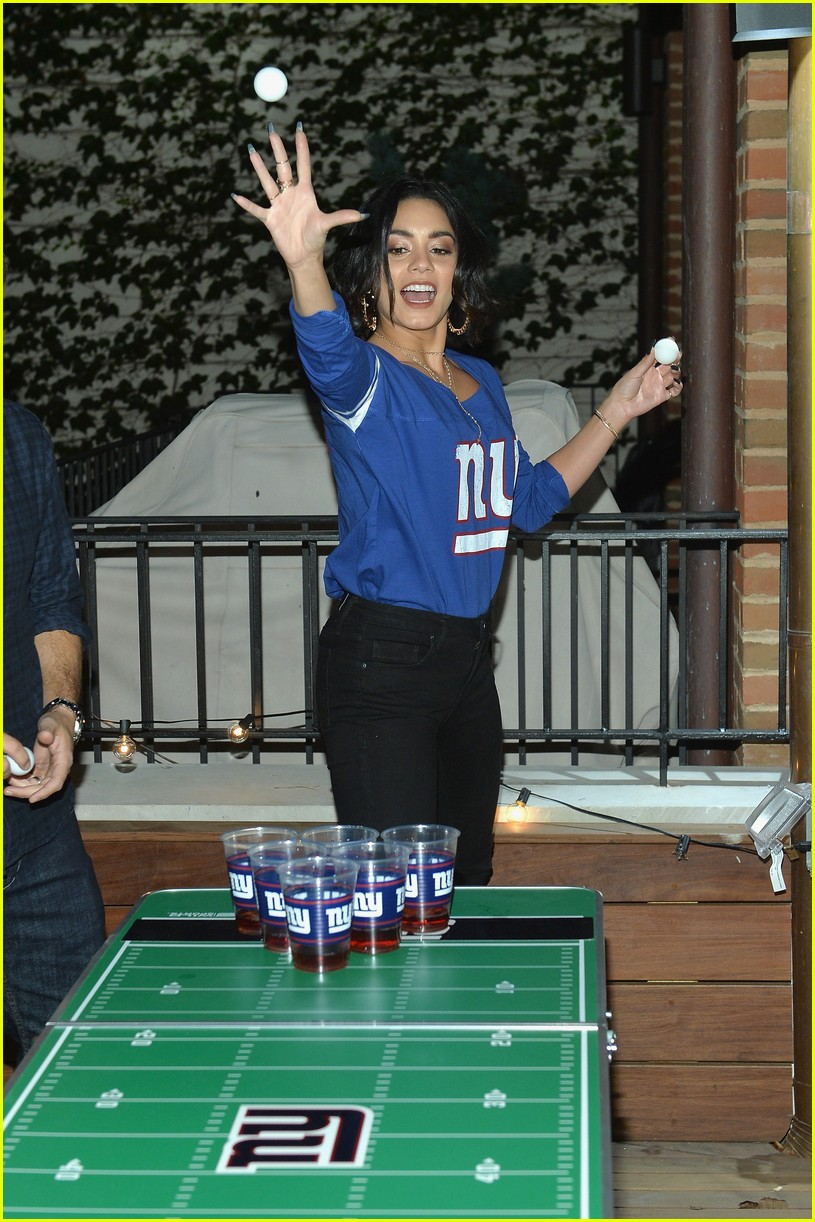 vanessa hudgens roots for new york giants 173954948