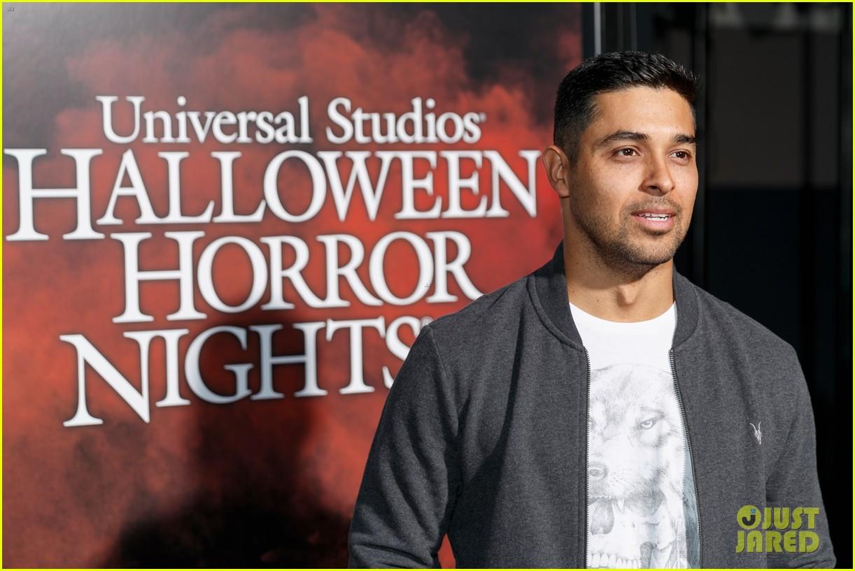 vanessa hudgens goes goth chic at universal studios halloween horror nights 093958286