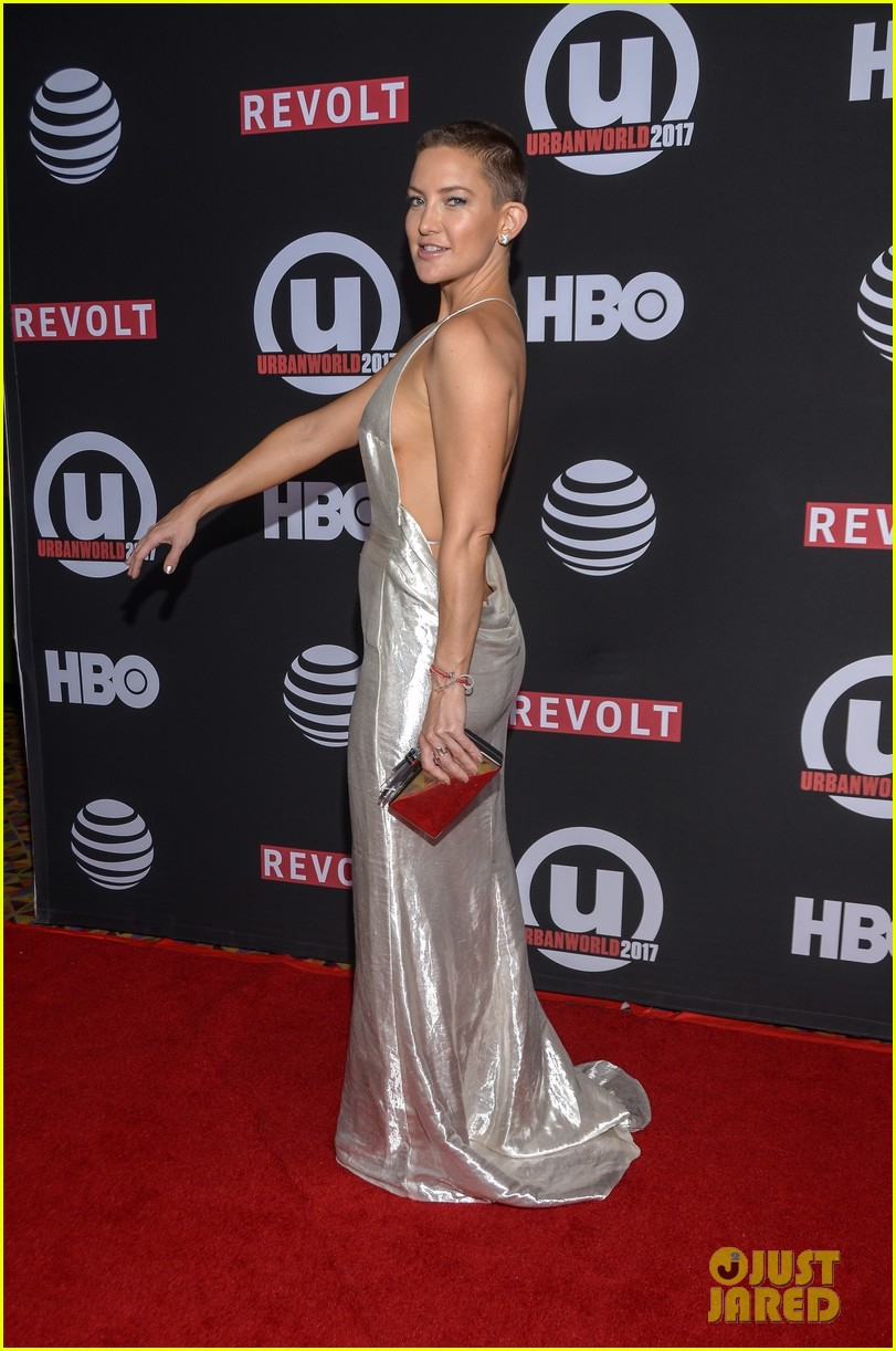 kate hudson wears silver gown to marshall premiere 08