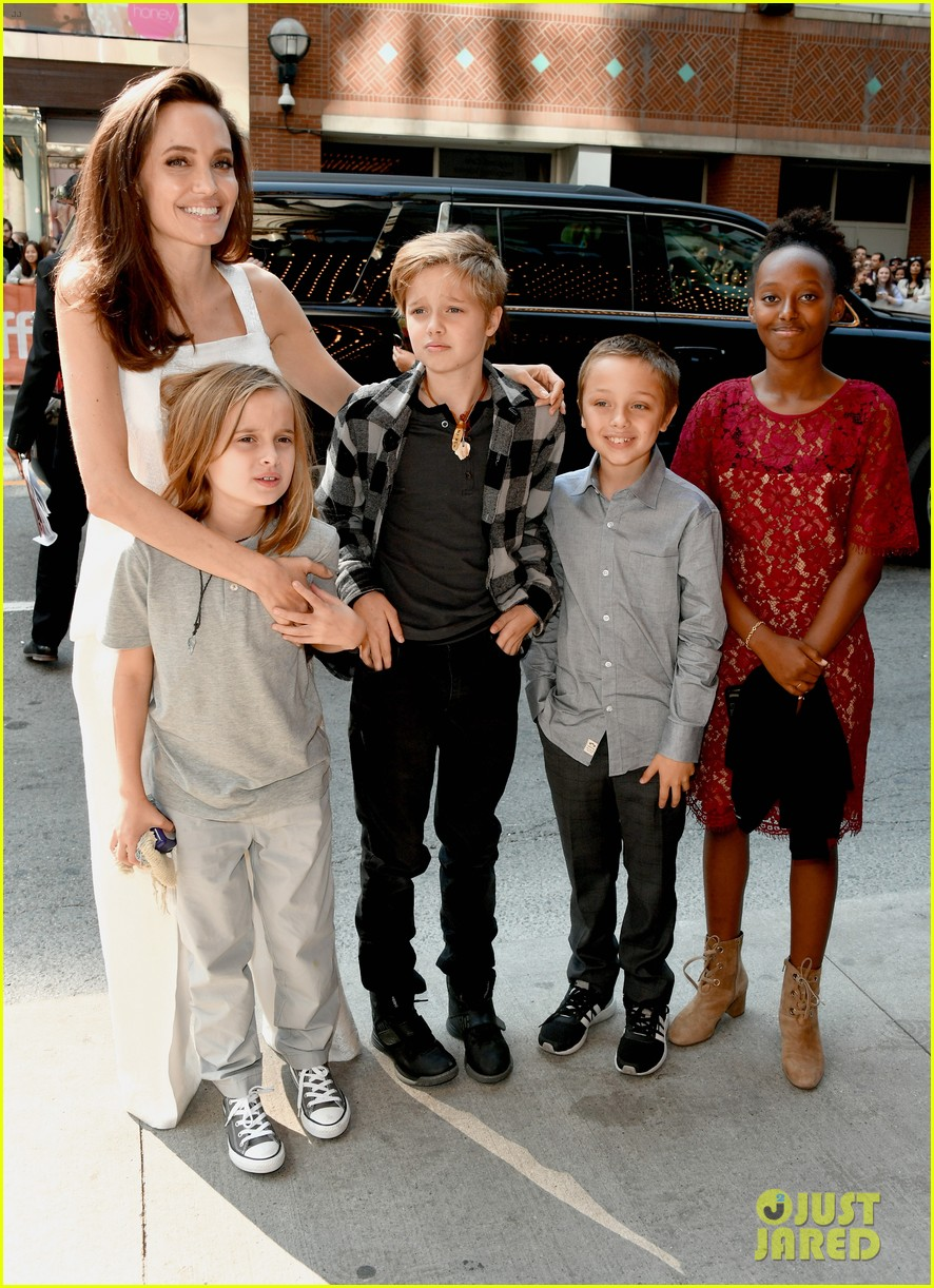angelina jolie brings kids red carpet tiff 01