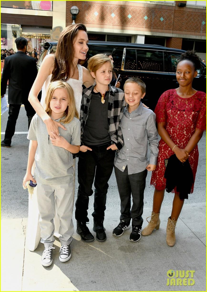 angelina jolie brings kids red carpet tiff 03