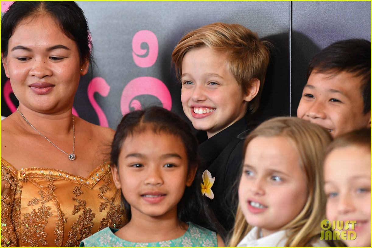 angelina jolies six kids wear yellow flowers to nyc premiere 03