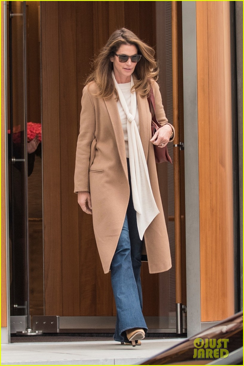 Cindy Crawford & Kaia Gerber Step Out in London!: Photo ... Jake Gyllenhaal S